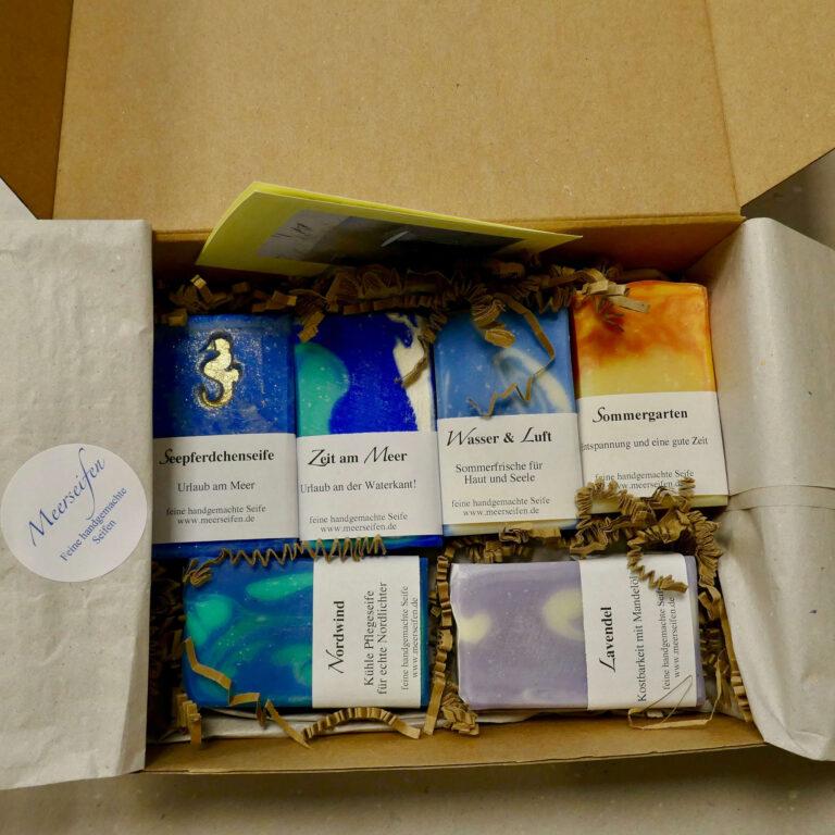 offenes Päckchen mit 6 verschiedenen Seifen