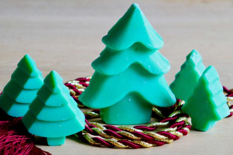 5 verschiedene Seifen als Weihnachtsbäume